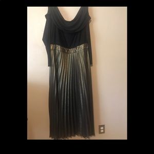 Kay Unger gold/black pleated stunning gown 24W